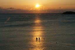 志津川湾の夜明け