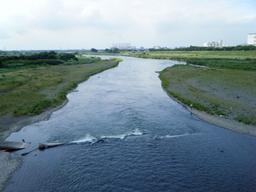 相模川を渡る