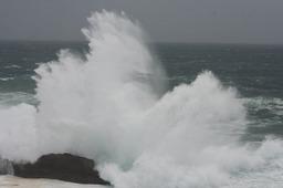 砕ける波1
