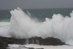 砕ける波2