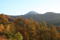 紅葉の蓼科山